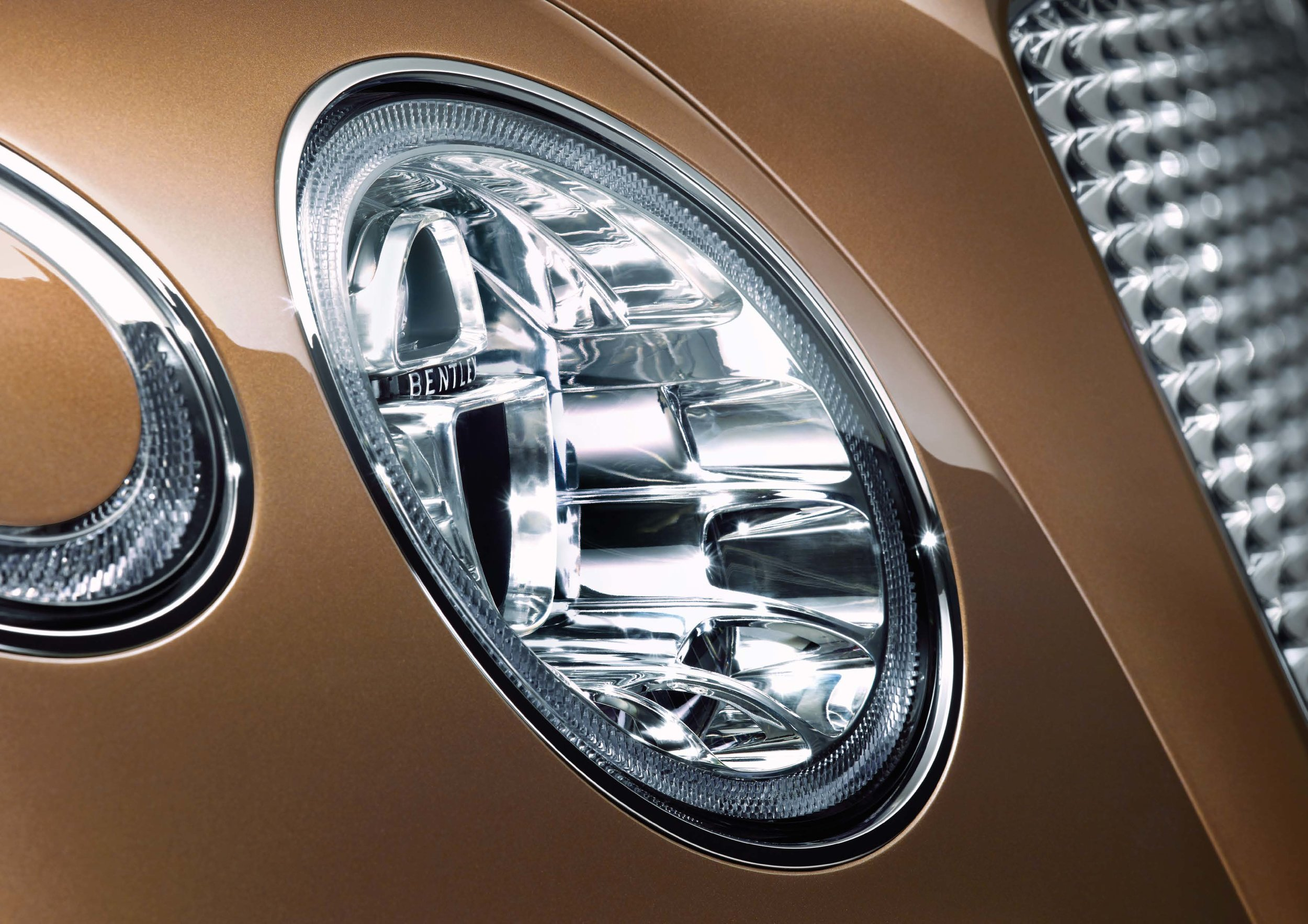 Bentley Bentayga Brochure _Page_08.jpg