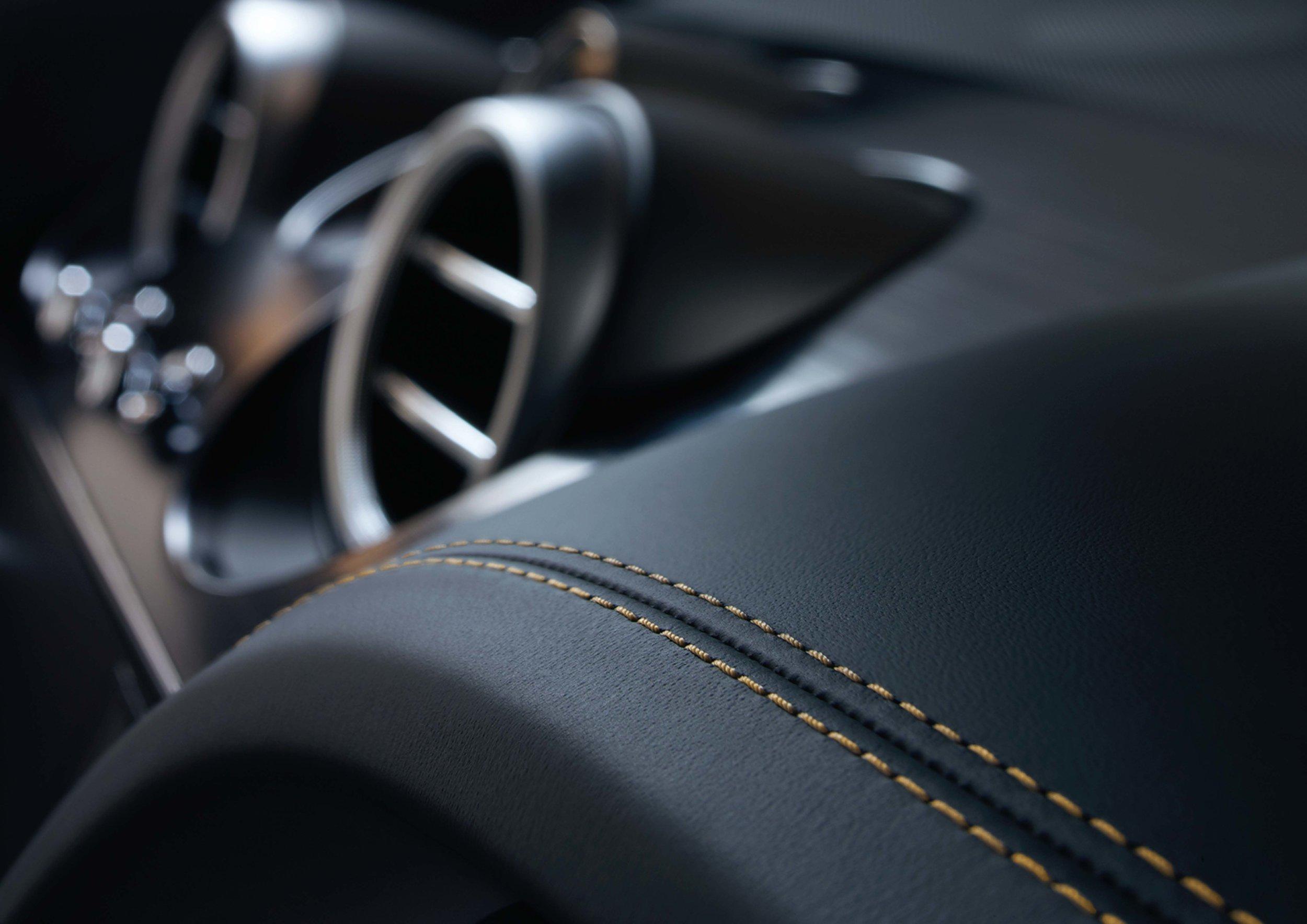 Bentley Bentayga Brochure _Page_40.jpg