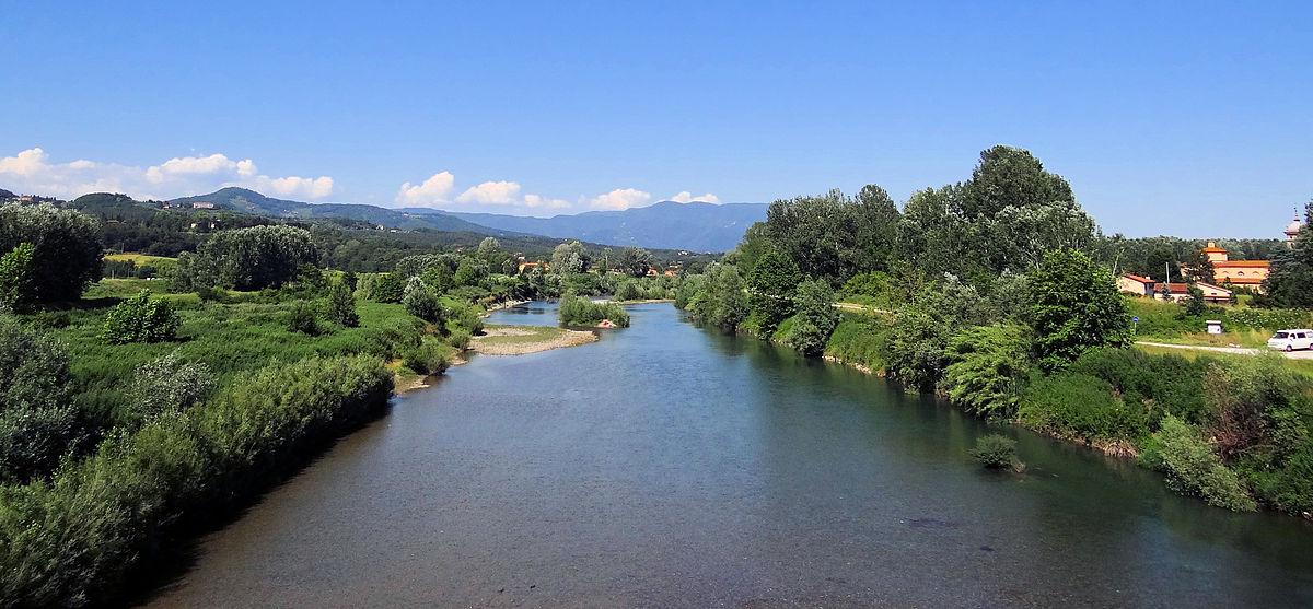 1200px-Serchio-Flowing-Near-Lucca-2012.JPG