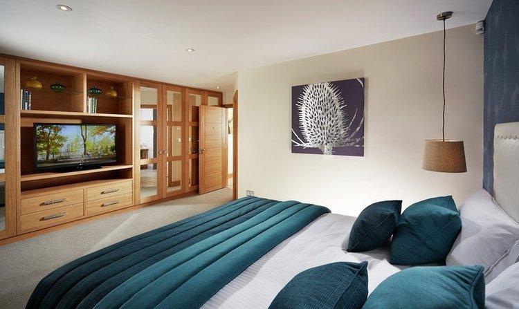 Alexander_House_hotel_bedroom.jpg