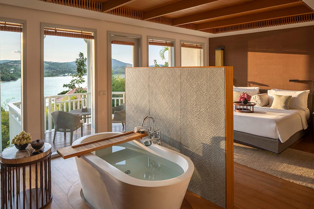 Amatara-Wellness-Resort-Bay-View-Suite-bath-tub.jpg