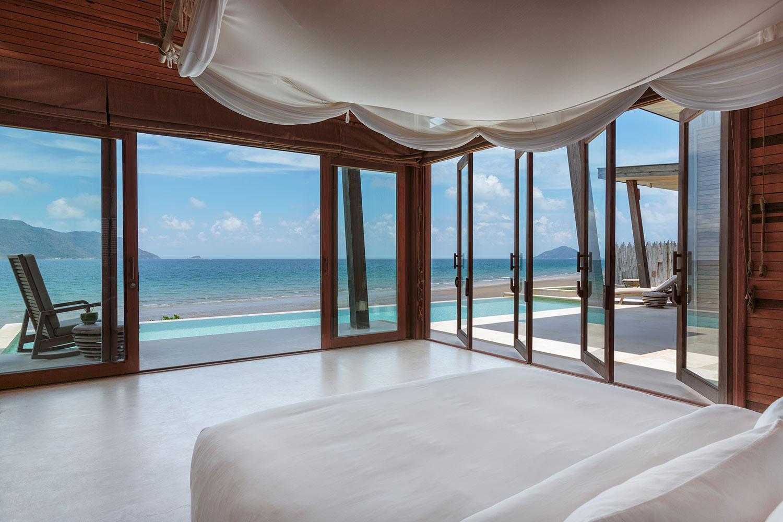 Ocean_Front_3_Bedroom_Villa_-_master_bedroom_[5408-ORIGINAL].jpg