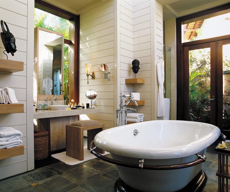 Hi_H0G6J_25893498_Bathroom-Royal-Villa-2048x1712.jpg