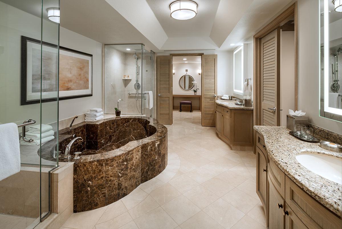 lux3544gb-207566-Presidential-Suite-Master-Bathroom.jpg