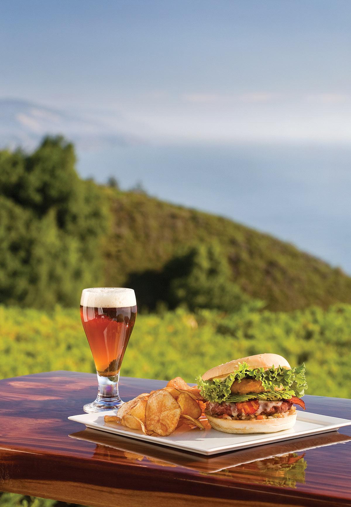 RestaurantVentana_Food_BurgerBeer_PR_KG.jpg