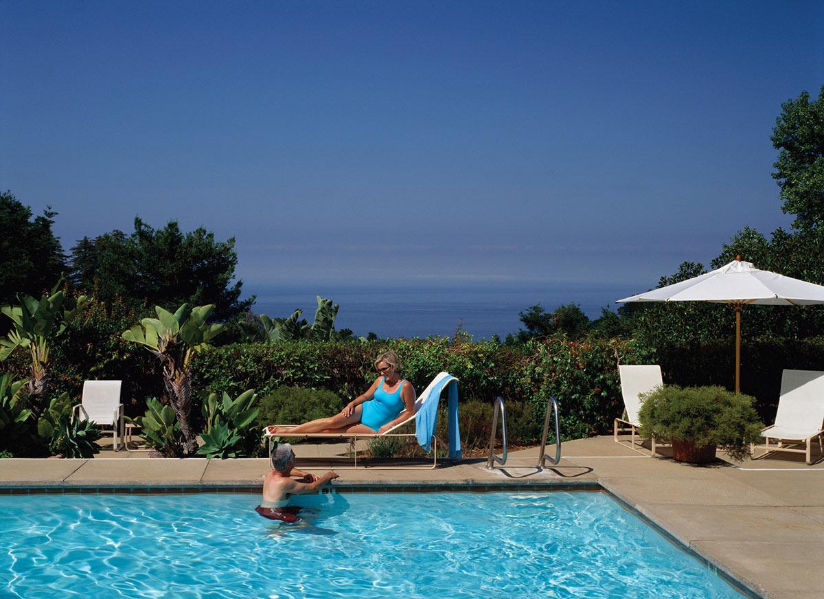 Ventana_Lifestyle_Couple_Pool_OceanView_PR.jpg