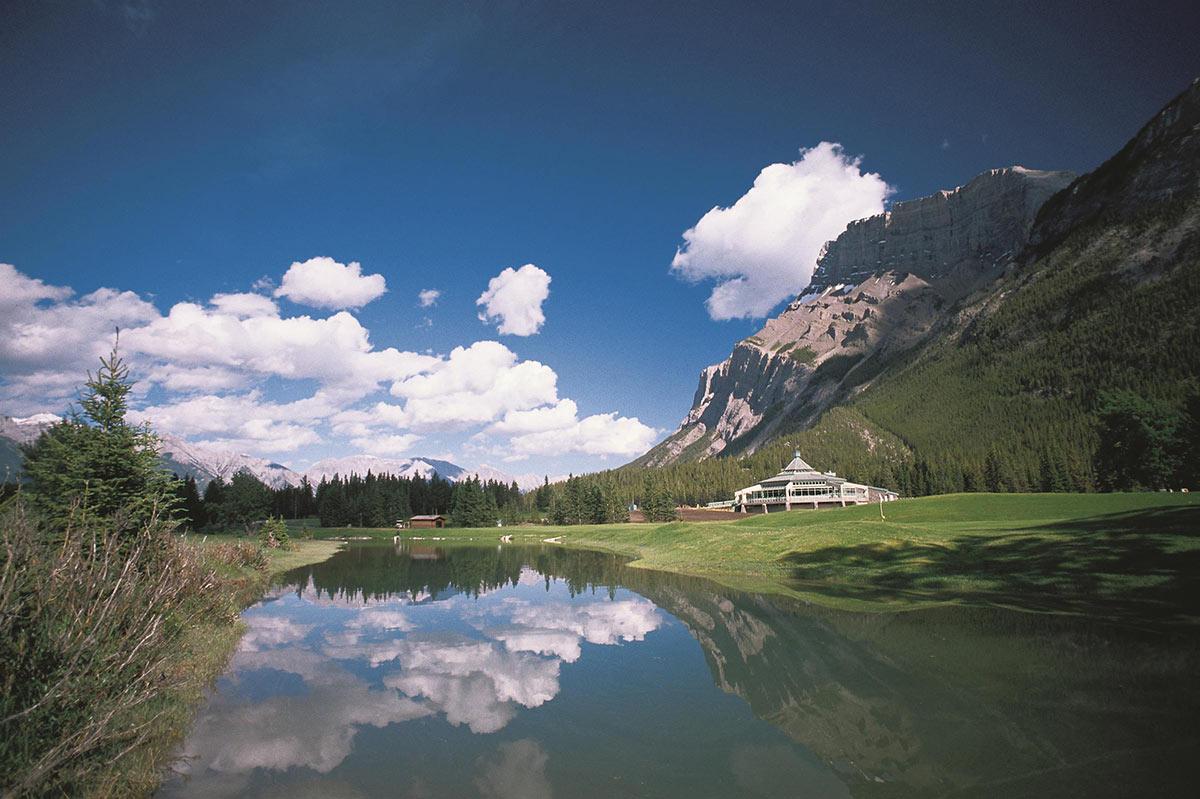 Banff-Springs-Golf-Course-Clubhouse---summer_492554_high.jpg