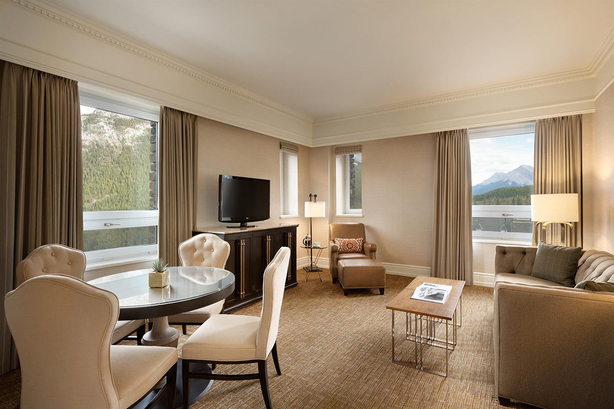 Fairmont-Gold-One-Bedroom-Suite-Parlour_492566_high.jpg