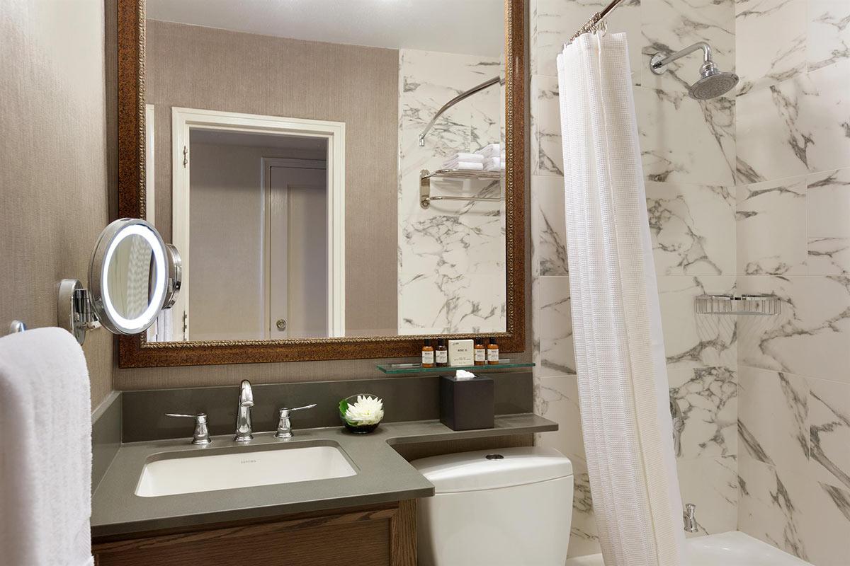 Fairmont-Room-Bathroom_492573_high.jpg