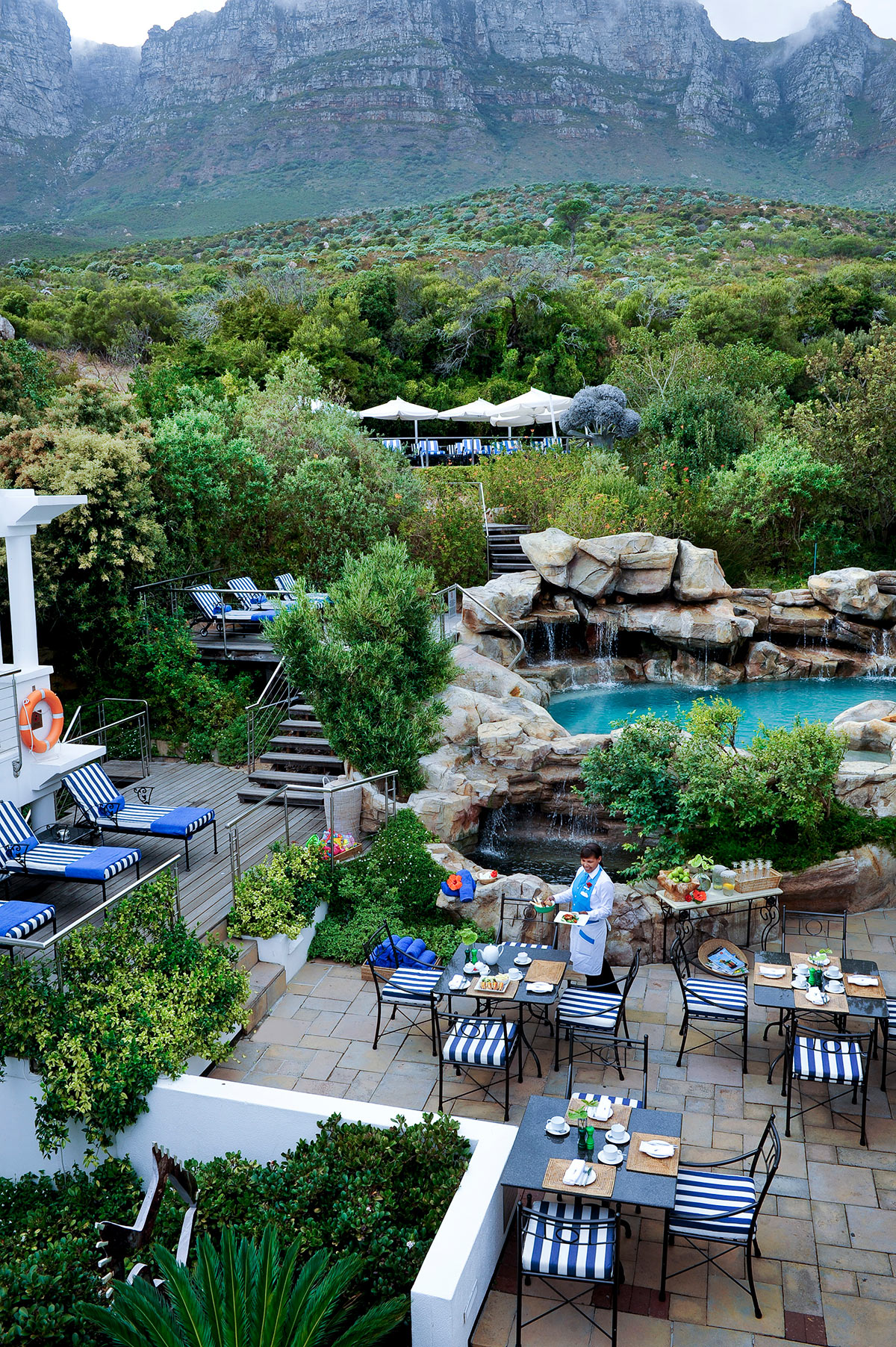 The-Twelve-Apostles-Hotel-and-Spa_The-Café-Grill-_-Rock-Pool.jpg