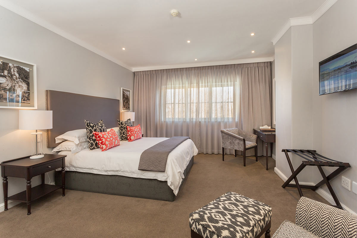 Fancourt-Hotel_One_Bedroom-Suite-4.jpg