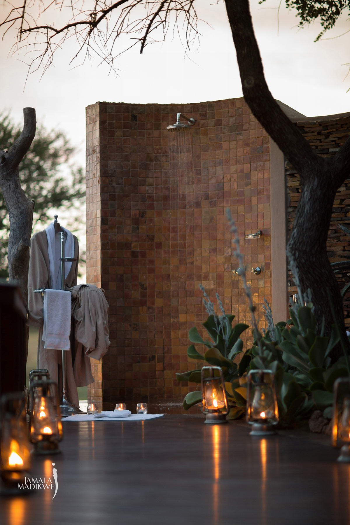 Jamala-Madikwe-Royal-Safari-Lodge_Villa-Outdoor-Shower.jpg