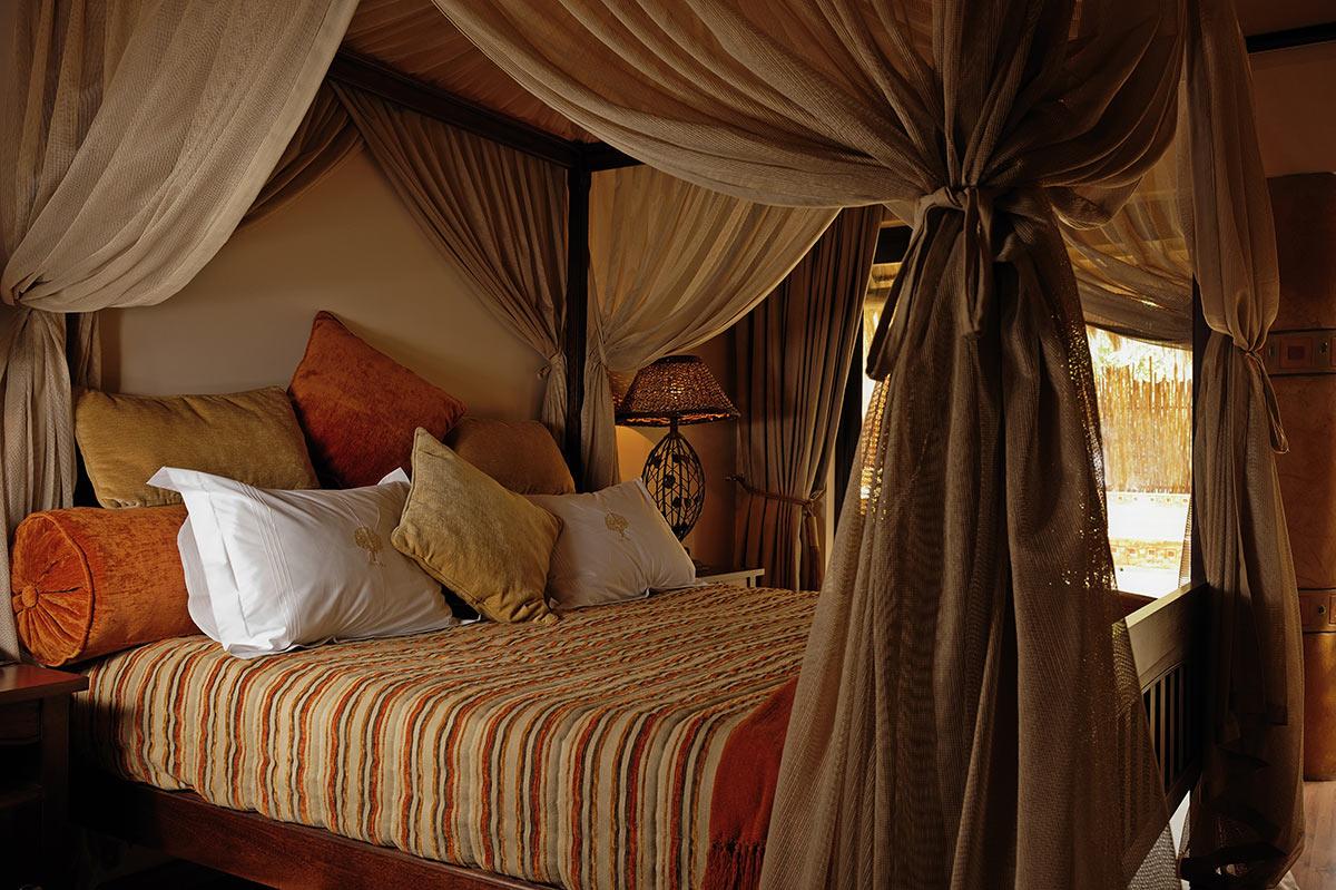 Ivory-Tree-Game-Lodge_Executive-Suite-Bedroom.jpg