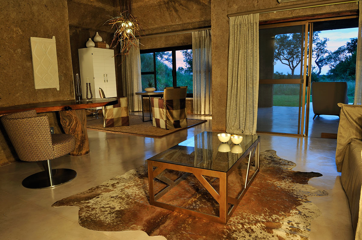 Sabi-Sabi-Earth-Lodge_Suite-Lounge.jpg