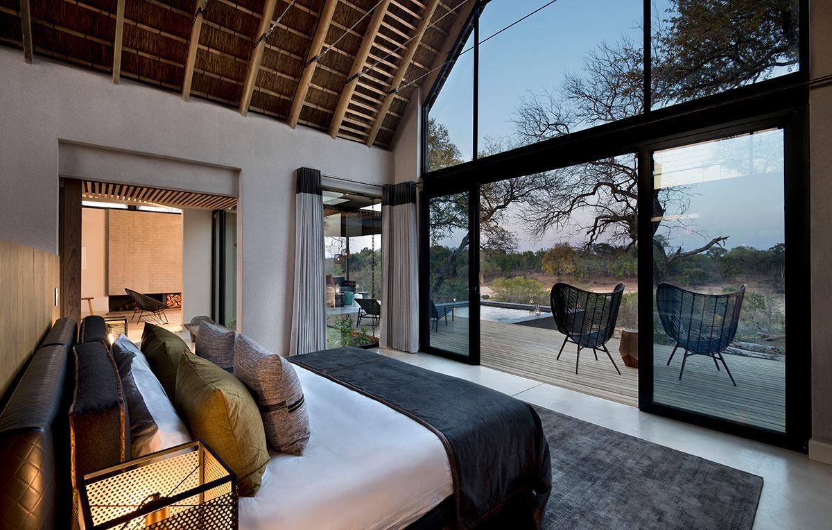Lion-Sands-Ivory-Lodge_Suite-Bedroom.jpg