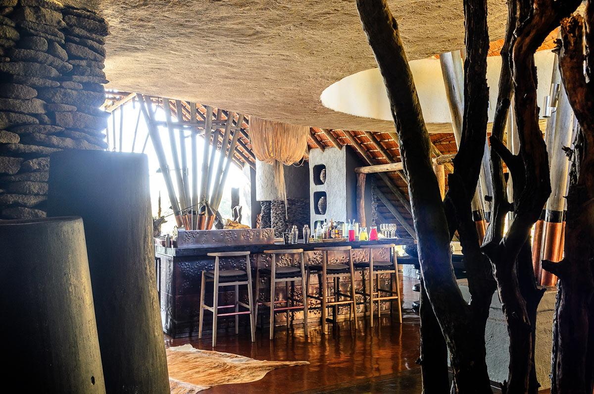 Singita-Boulders-Lodge_Bar.jpg