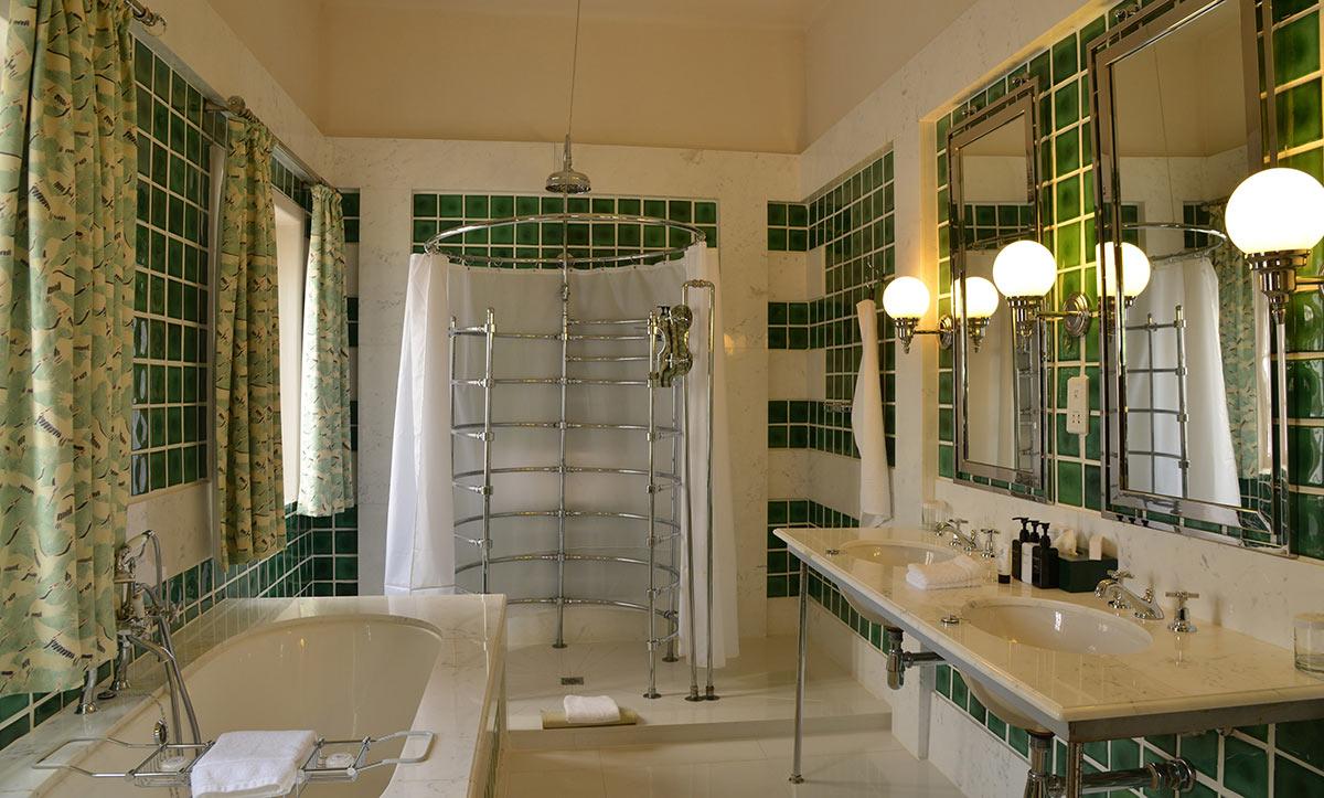 Victoria-Falls-Hotel_Executive-Suite---Bathroom.jpg