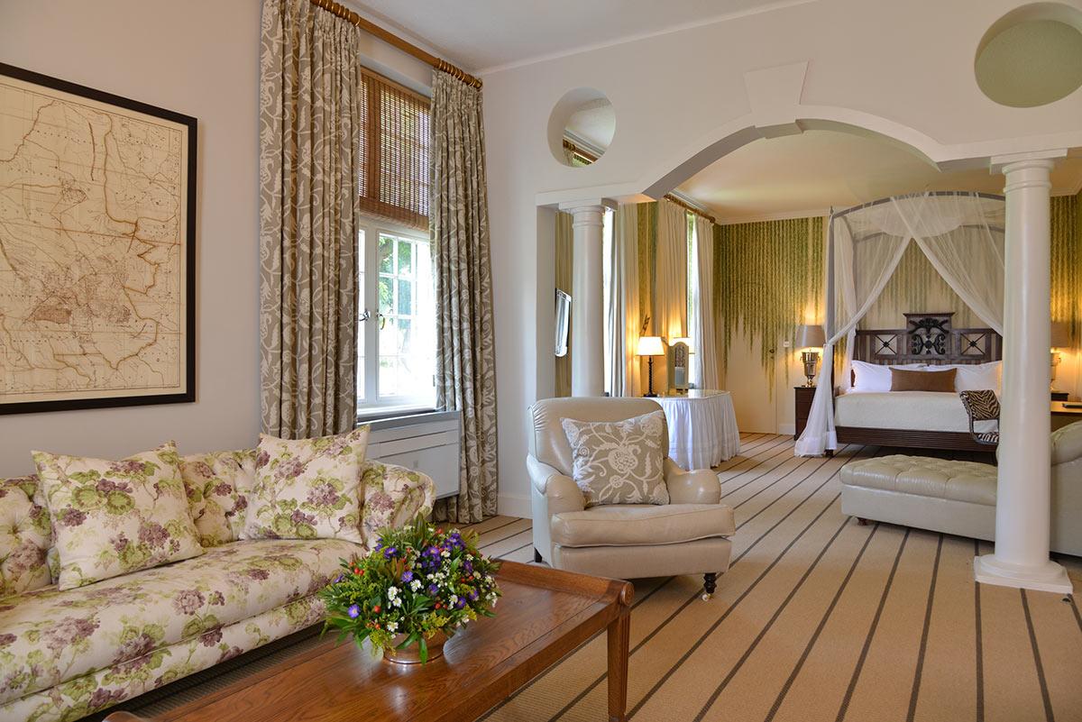 Victoria-Falls-Hotel_Executive-Suite.jpg