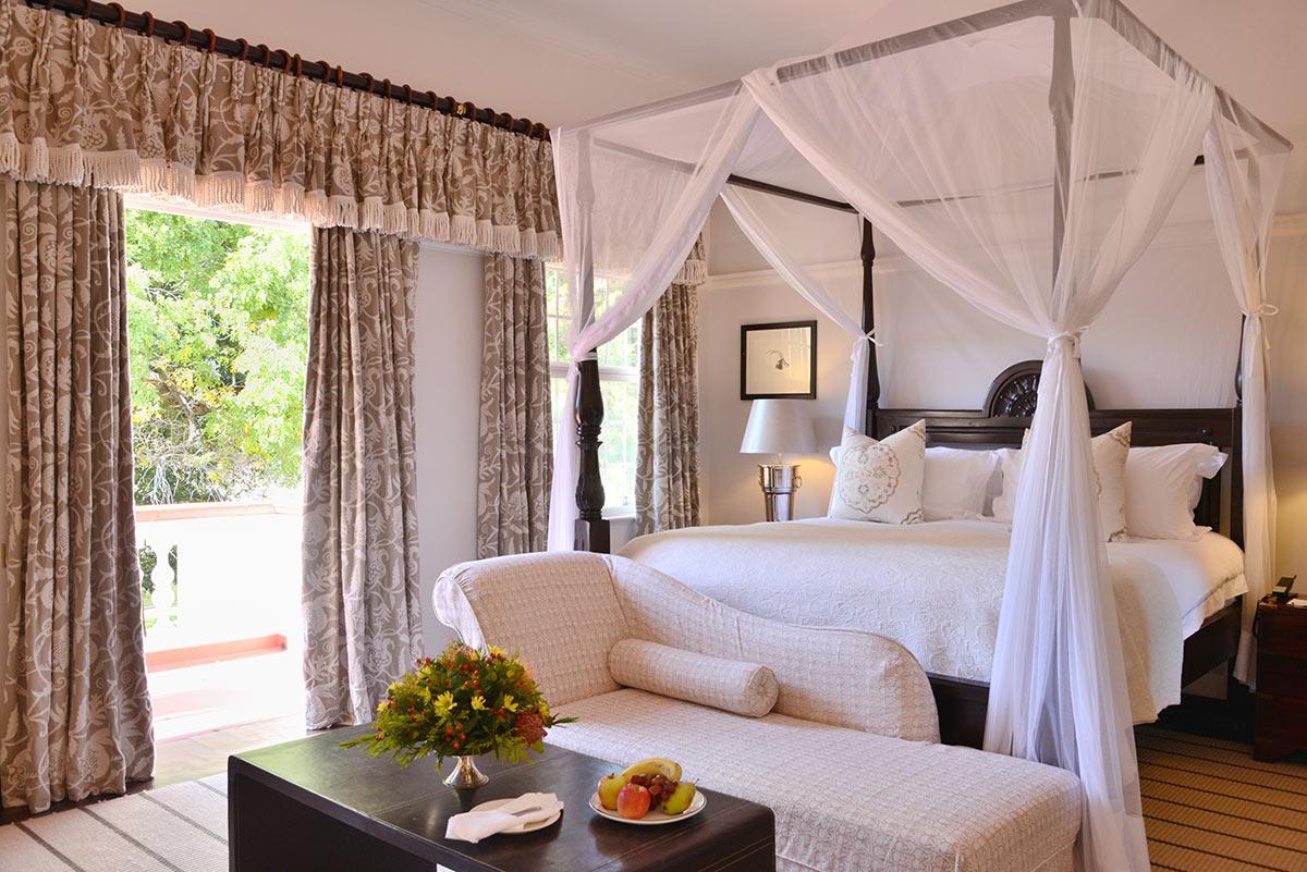 Victoria-Falls-Hotel_Honeymoon-Suite.jpg