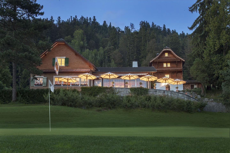 02_01_slider_alpine_golf_restaurant_outside.jpg