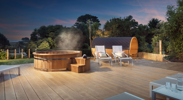 The Twilight Spa Evening | £40 per person. - Relax and dine with the Twilight Spa Evening.Your stay will include:• A 3-hour entry to our spa facilities from 5pm-9pm;• A soft drink, glass of house wine or smoothie in the Garden Kitchen;• The chef's special, stonebaked pizza or salad in the Garden Kitchen;• Fully inclusive access to the Health Club.