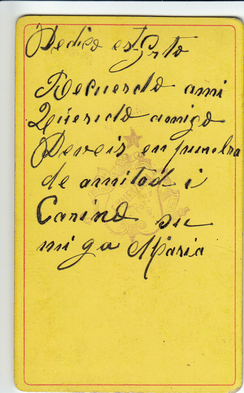 Wedi ei ysgrifennu ar gefn un o'r lluniau.  Written on the back of one of the photographs.   'This is a token of remembrance to my dear friend Davies, as a token of friendship and love. His friend, Maria.'   Cyfieithiad/translation: Consuelo Rivera-Fuentes