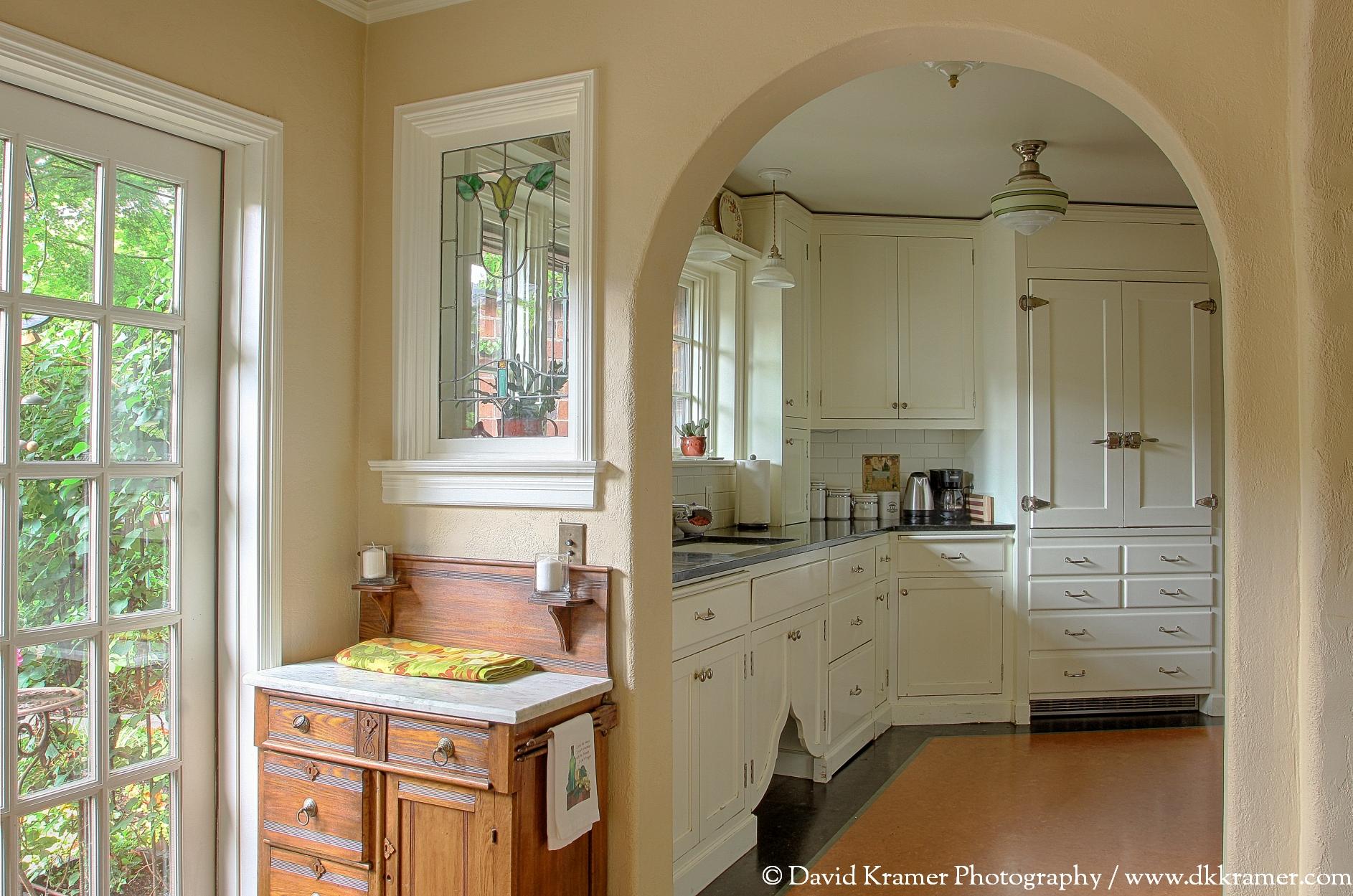 10 LNA-BrickHouse-Kitchen1-DKPhoto.jpg