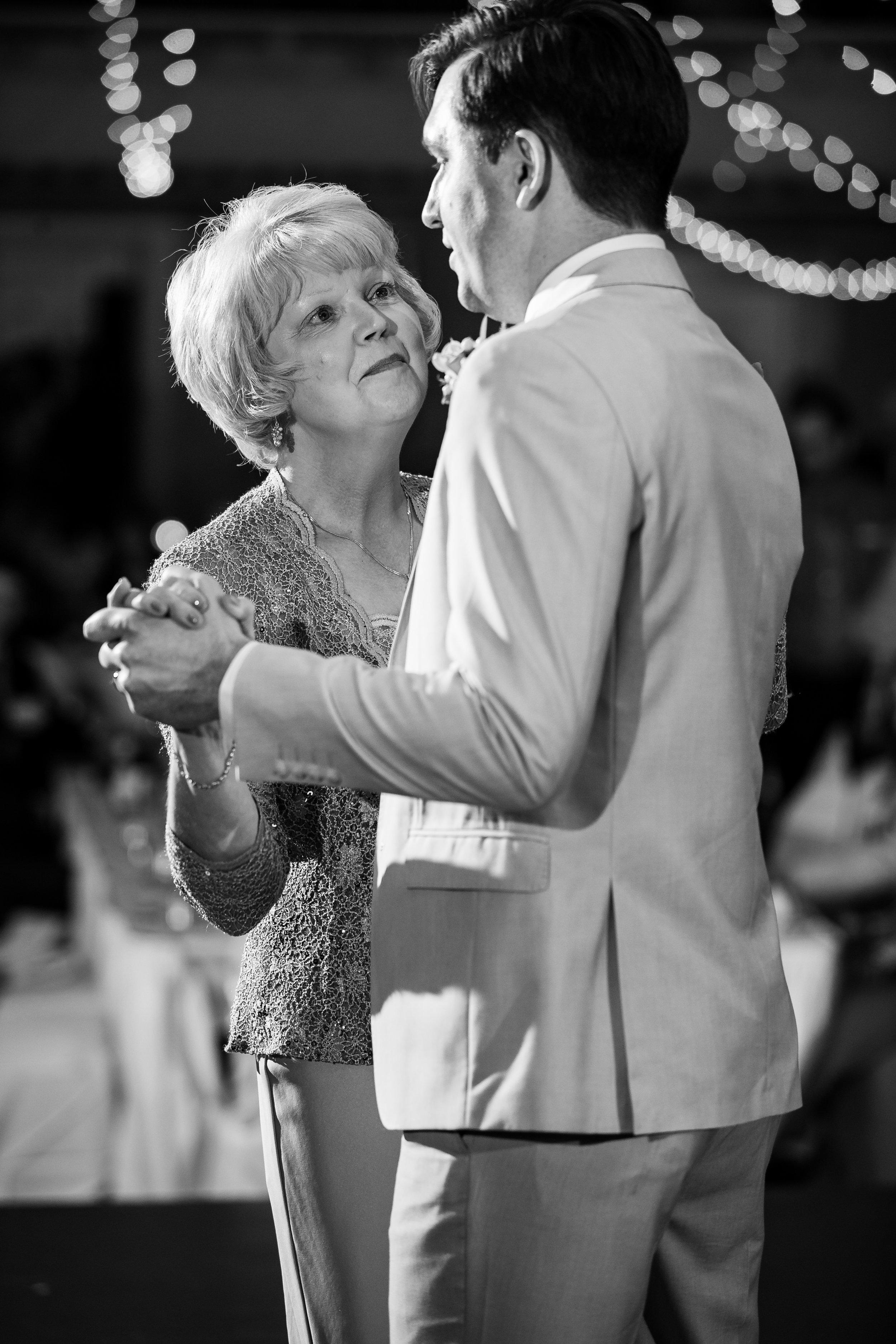 Wedding Photographers Columbus (55 of 69).jpg