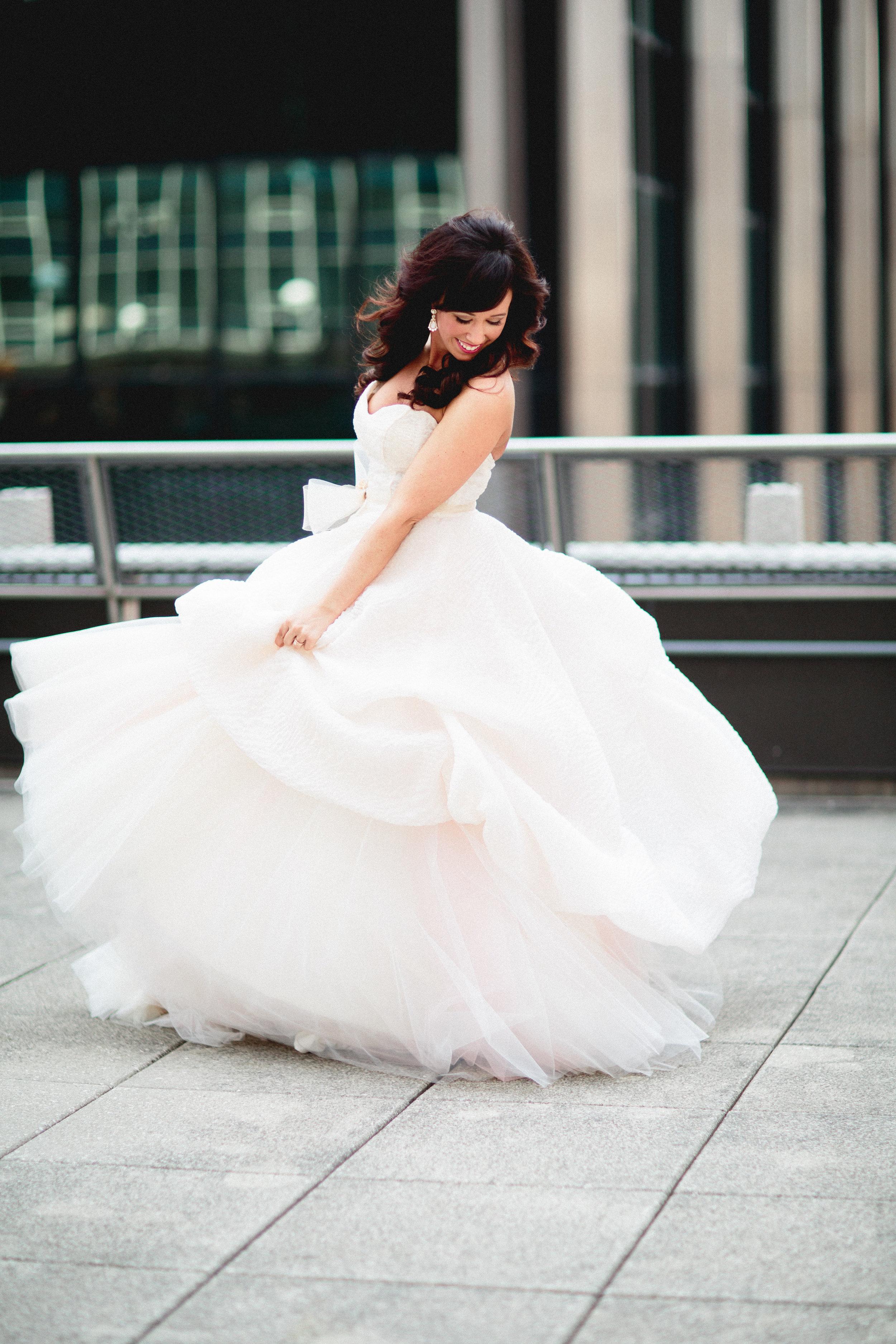 Creative Bride Poses - Columbus Wedding Photographer