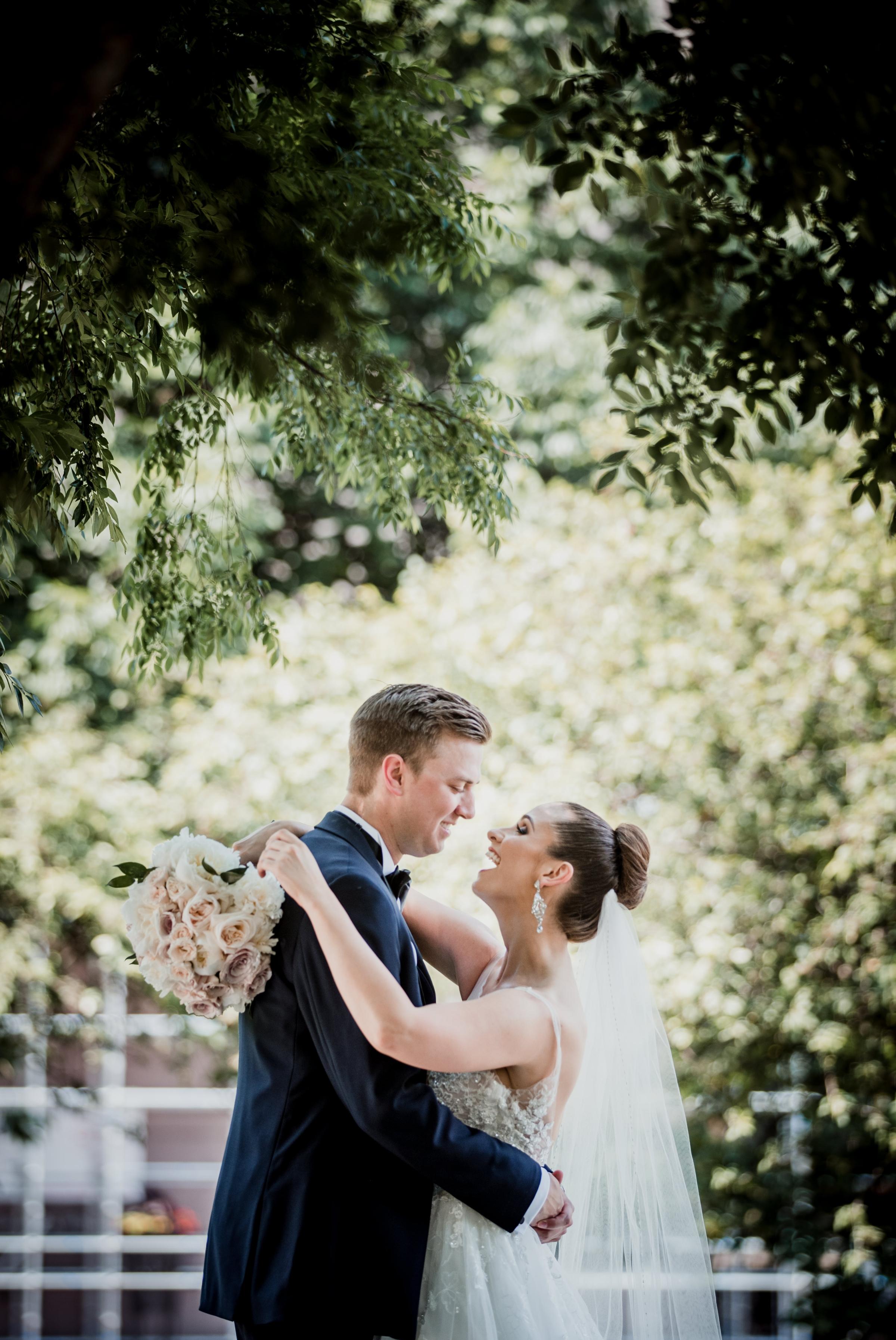 Columbus Wedding Photographer - Ohio Statehouse Wedding Photos