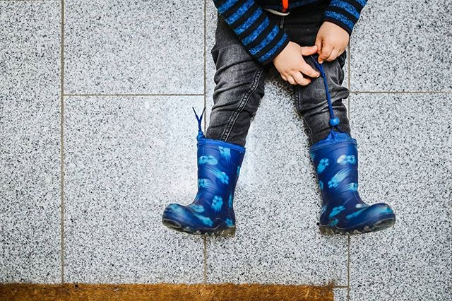 I bought a new camera and this is the first photo I took with it 💙 . #ThatsourFinn #childhoodunplugged #rainboots #idoitonmyown #everydaymoments #smallmoments #thisischildhood #liveyourbestlife