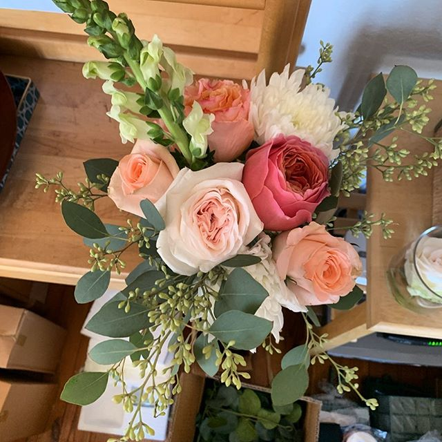 I had so much fun putting these beauties together for a destination wedding last week! Nothing better than saying your vows with your toes in the sand! 😍 #destinationwedding #obx #coralflowers #bridesmaidbouquet #roses #snapdragons #eucalyptus #weddingdesigns #beachwedding