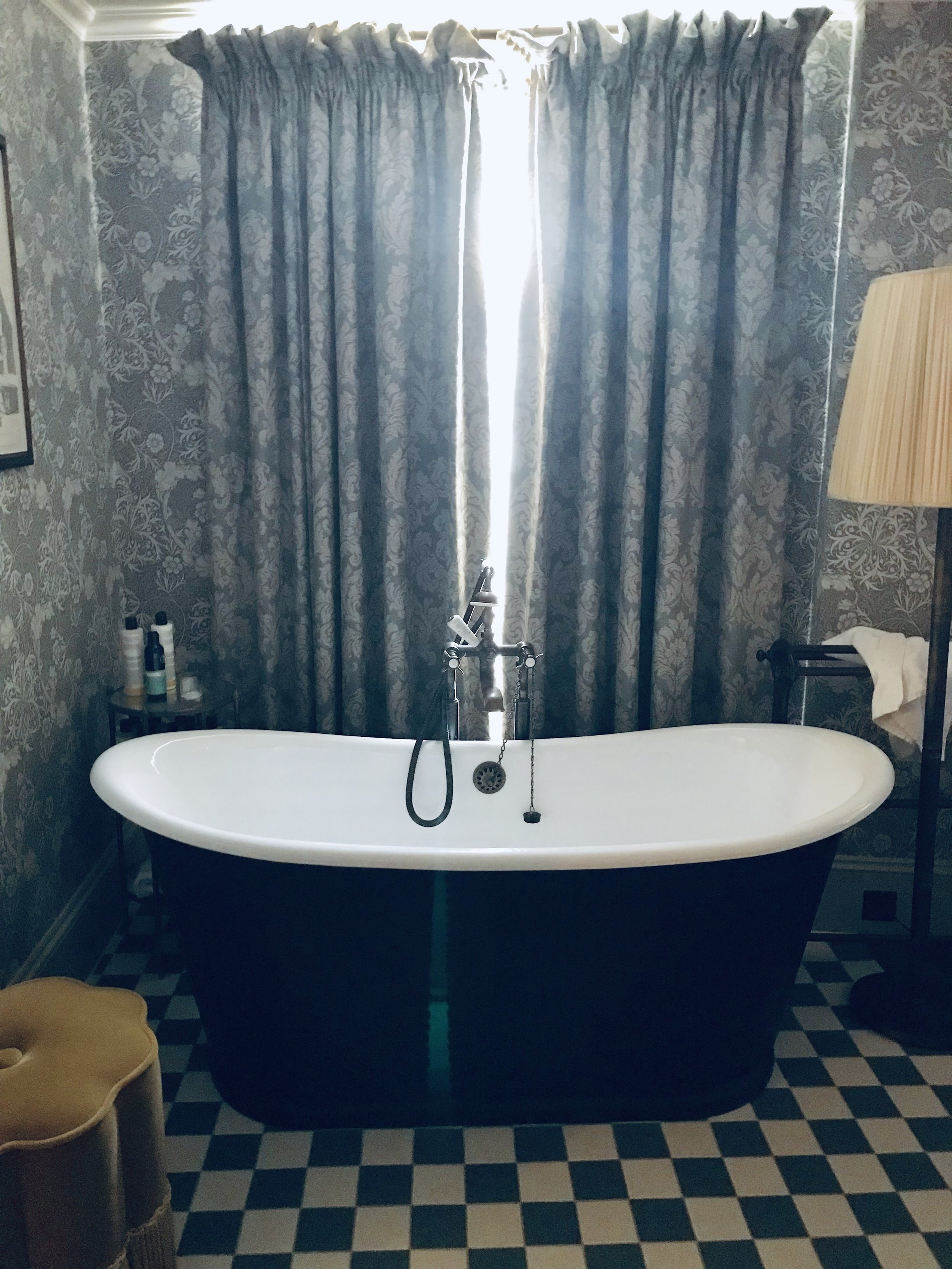 Love this bath in one of the bedrooms at Kettner's Soho House in London to launch Frances Prescott's fabulous new Tri-Spritz