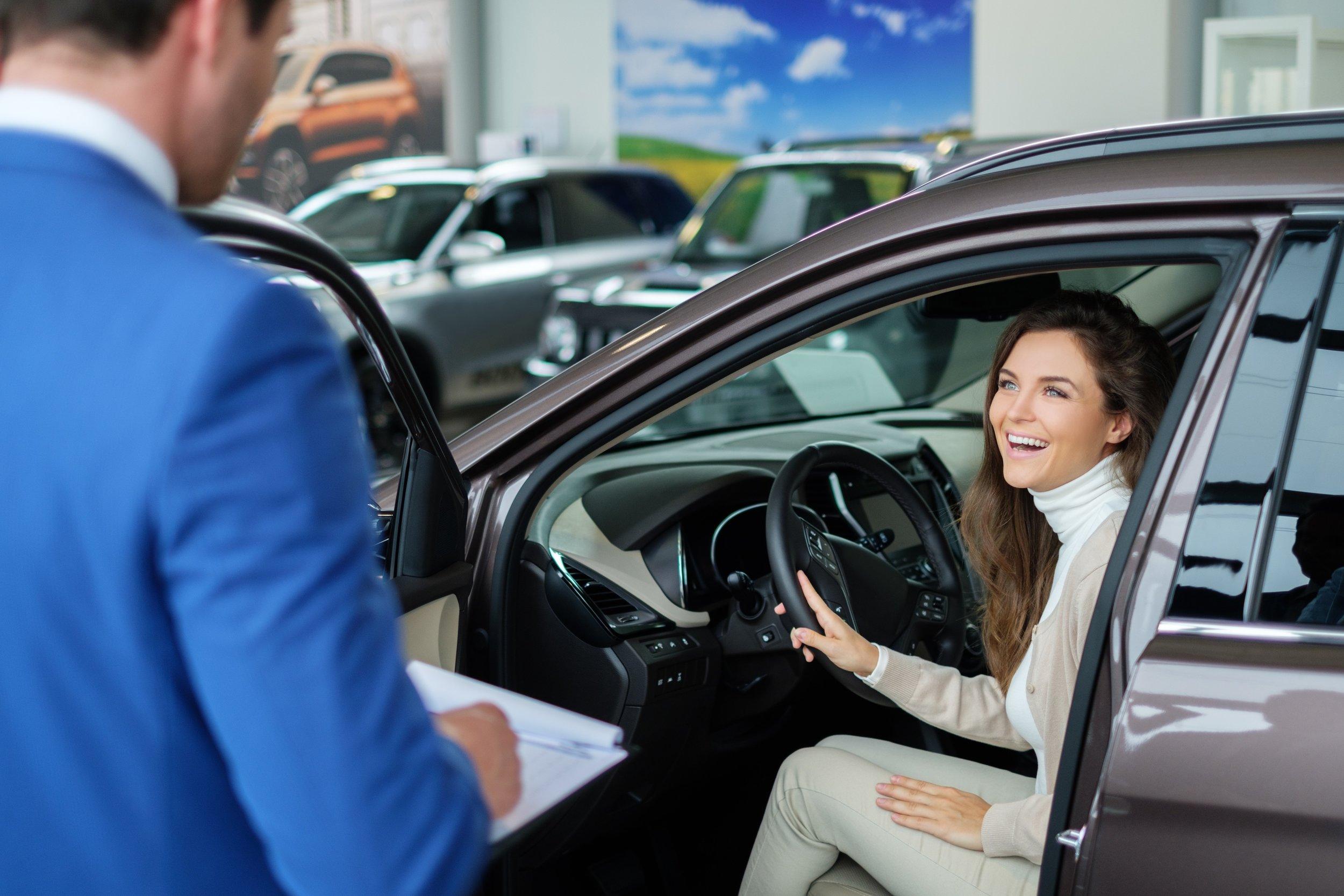 attractive-woman-in-car.jpg