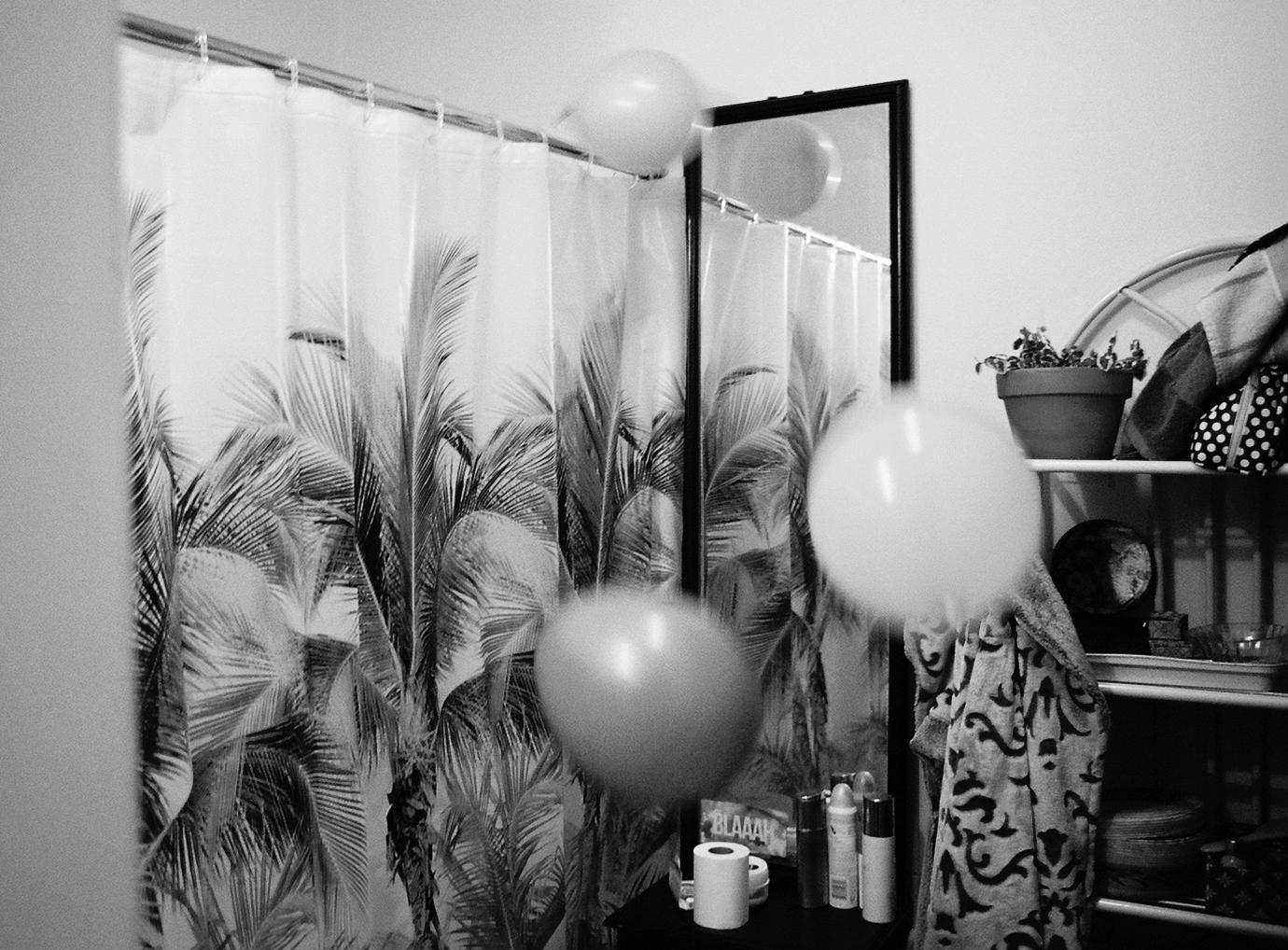 baloons2 b&w.jpg