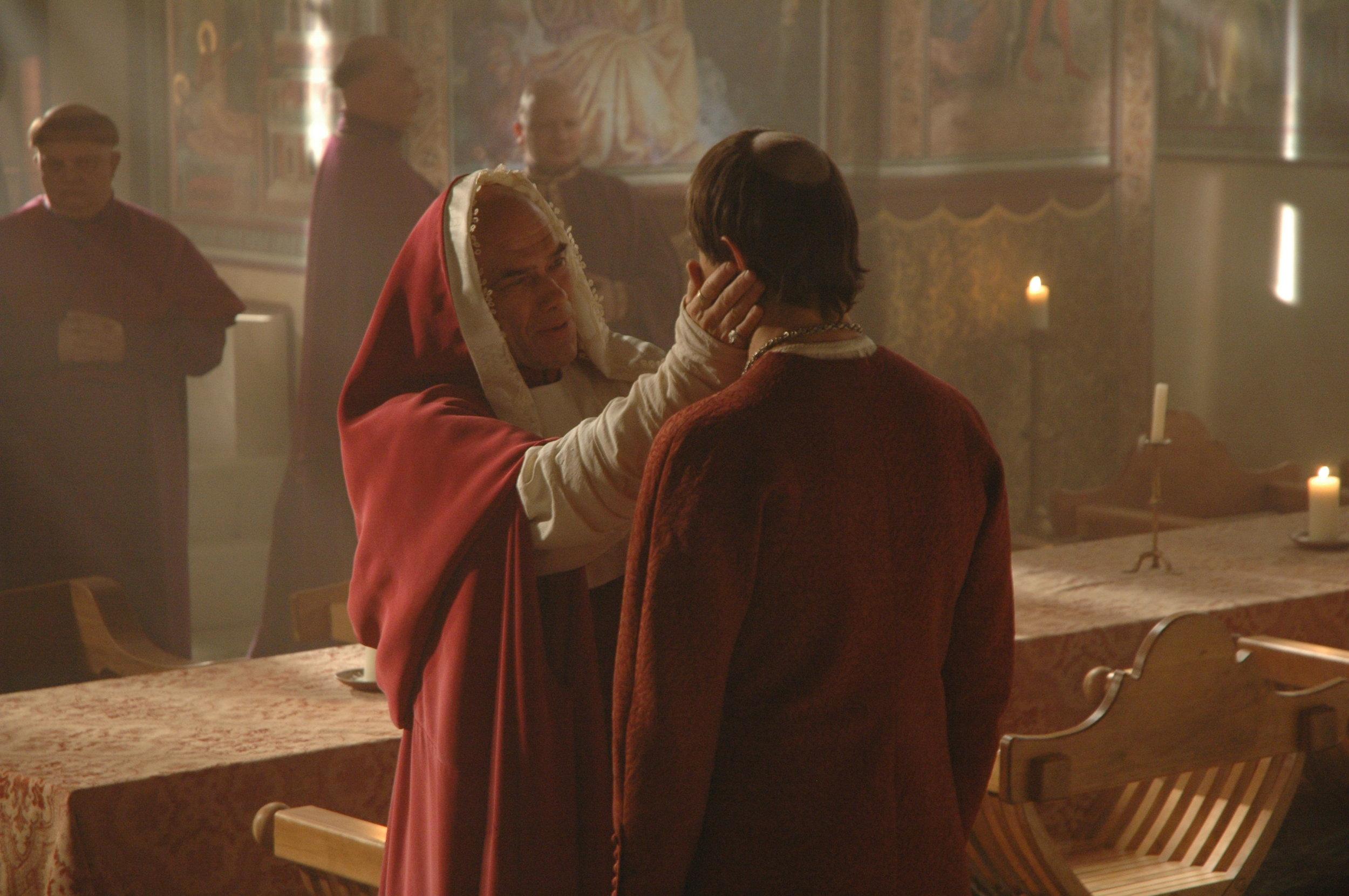 Peter Guinness (Cardinal Orsini) & Manu Fullola.jpg