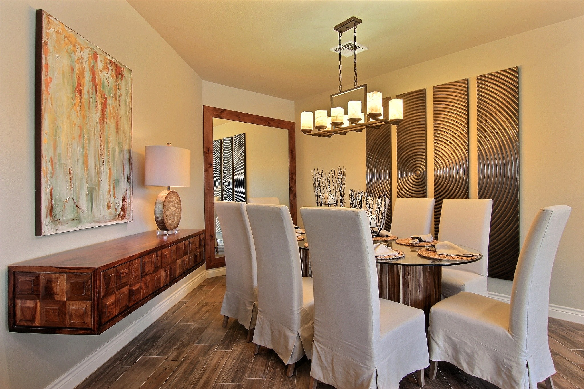 Dining Area (1).jpg