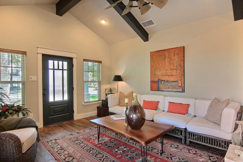 Living Area (4).jpg