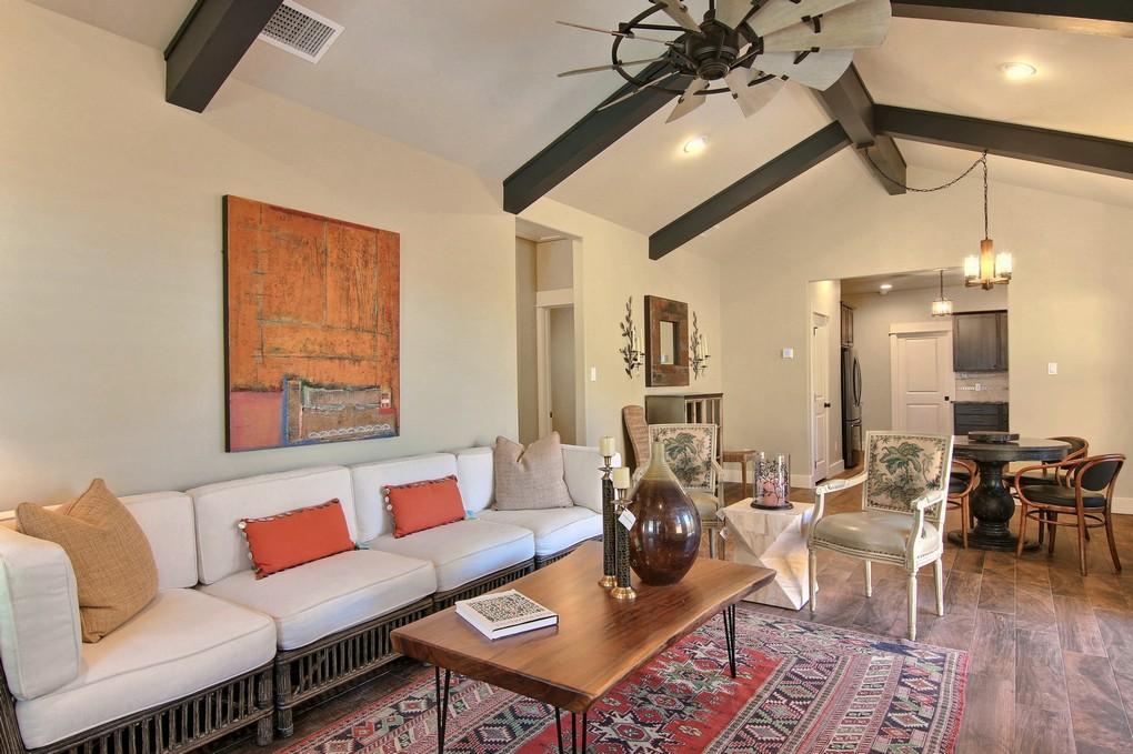 Living Area (6).jpg