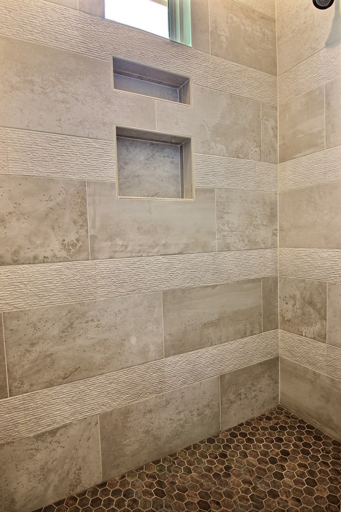 Master Bathroom (6).jpg