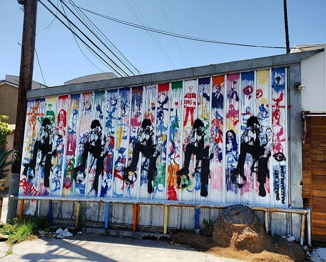 Alley finds off Abbott Kinney by @mazey_art . . . 🌍 Find it on the map! --  MuralMapLA.com . . #muralmapla #mural #muralart #urbanwalls #urbanart #streetart #artist #art_spotlight #paintthechange #paint #graffiti #streetarteverywhere #streets #losangeles #streetsofla #neighborhood #community #publicspace #publicart #artsforla #beautifyearth #worldtour #artaroundtheworld #publicspace #losangeles #lastreetart #travel #getoutside #wanderlust
