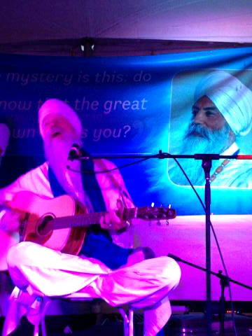Guru-Singh-YogiTeaCafe_2013-06-30.jpg