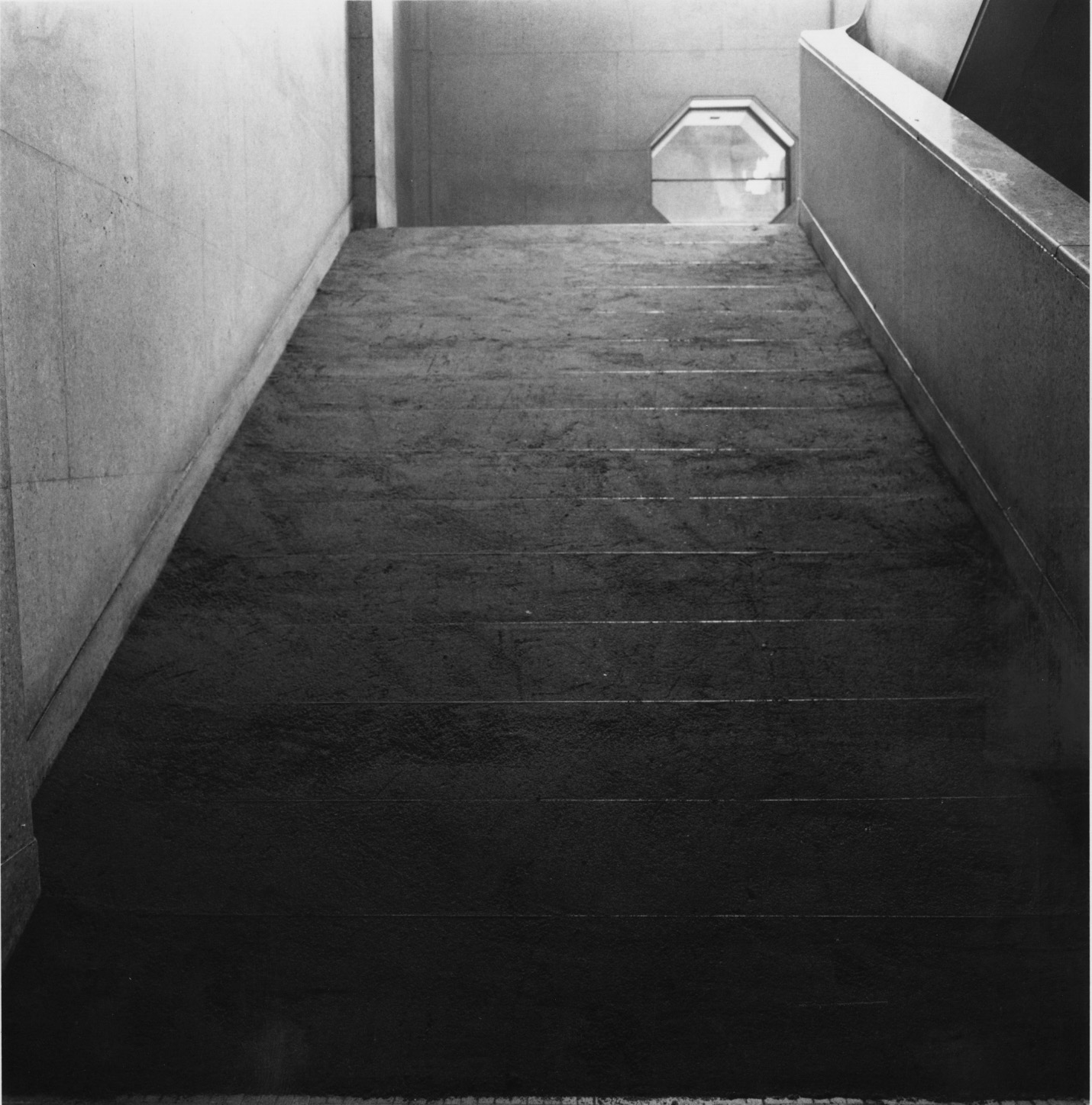 Infinite Situation II (steps) , 1970 無限状況 II (階段)( M  ugen Jōkyō II [Kaidan])  Sand, stairs Dimensions variable Installation view, Trends in Contemporary Art ,National Museum of Modern Art, Kyoto 1970 Photo: Shigeo Anzaï