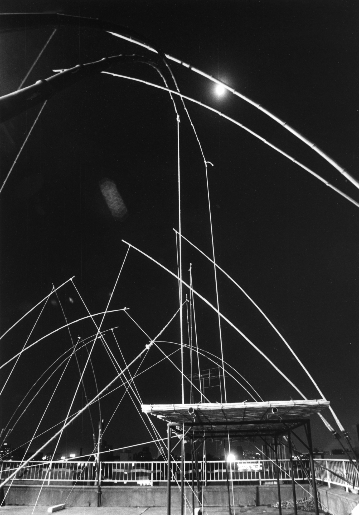 Unfolding Field , 1972 野展( Noten ) Bamboo, rope, concrete blocks, rubber, reed screen, stone Dimensions variable Installation view, rooftop of Joshuya Building, Tokyo, 1972 Photo: Shigeo Anzaï