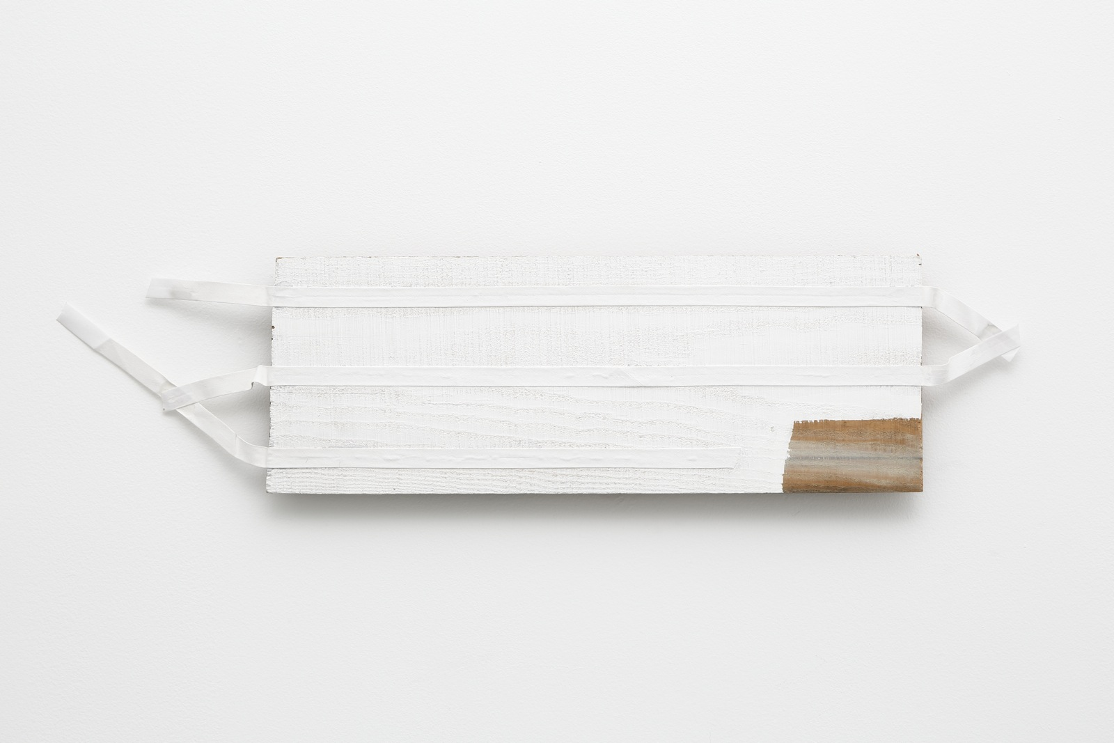 Extremities in Transition , 1985 過端 ( Katan ) Plywood, canvas, white paint 5 3/4 x 23 5/8 x 3/4 inches  14.5 x 60 x 2 centimeters