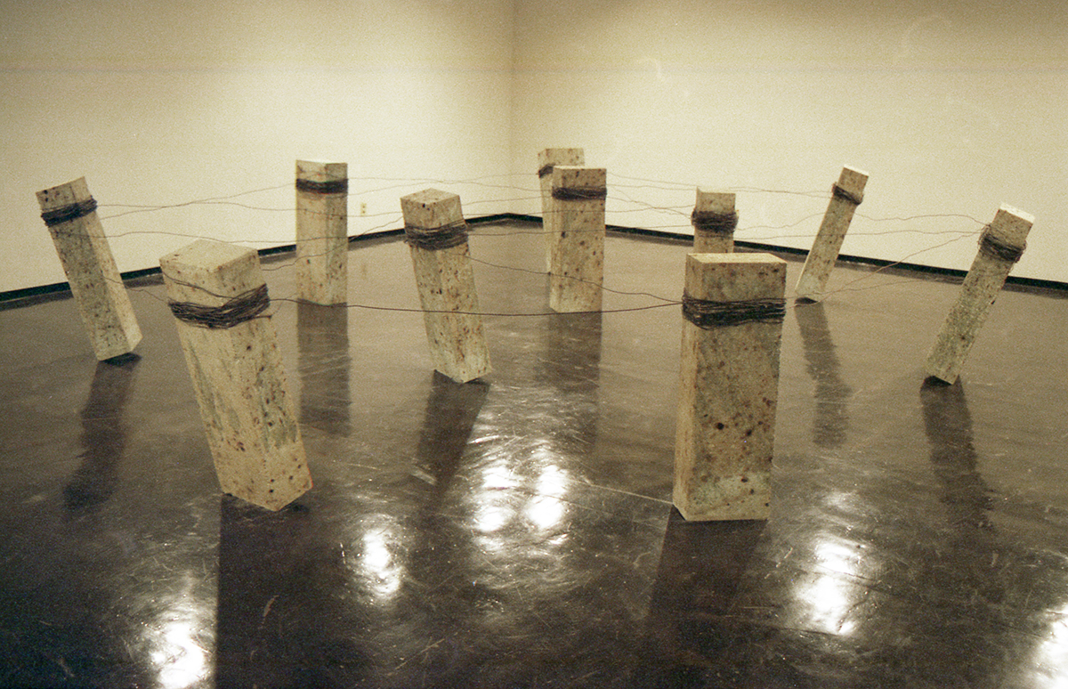 Placement of Condition , 1973/1998 状況置 ( Jōkyōchi ) Oya stone, wire Dimensions variable Installation view,  Kishio Suga , Kanagawa Prefectural Gallery, Yokohama, 1998 Courtesy Kanagawa Prefectural Gallery, Yokohama