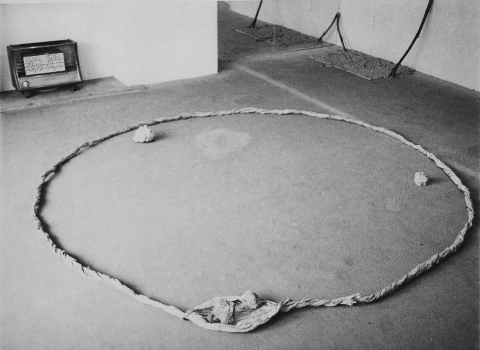 Periphery of Space , 1980 界の側縁 ( Kai no Sokuen ) Dimensions variable Installation view, Gallery Kitano Circus, Kobe, 1980 Photo: Kishio Suga