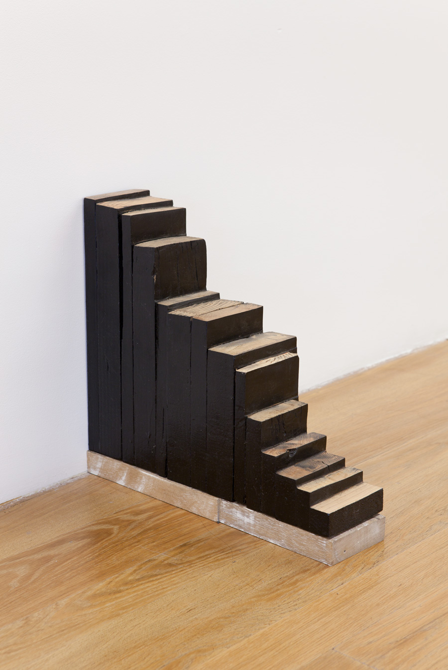 Cutting Edge , 1996 端切 ( Tansetsu ) Wood, acrylic 15 x 4 3/8 x 16 1/2 inches 38 x 11 x 42 cm