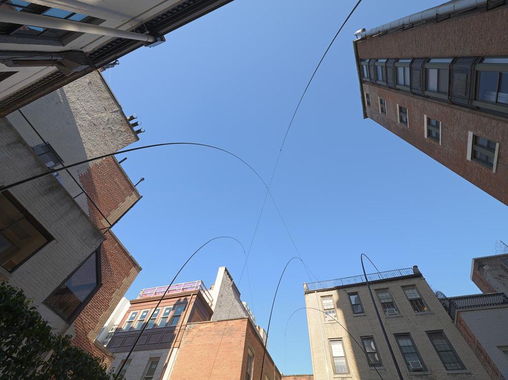 Dispersed Spaces , 2015 散空 ( Sankū ) Concrete blocks, fishing rods, thread, stones Dimensions variable Installation view, Blum & Poe, New York, 2015 Photo: Genevieve Hanson Courtesy Blum & Poe, Los Angeles / New York / Tokyo