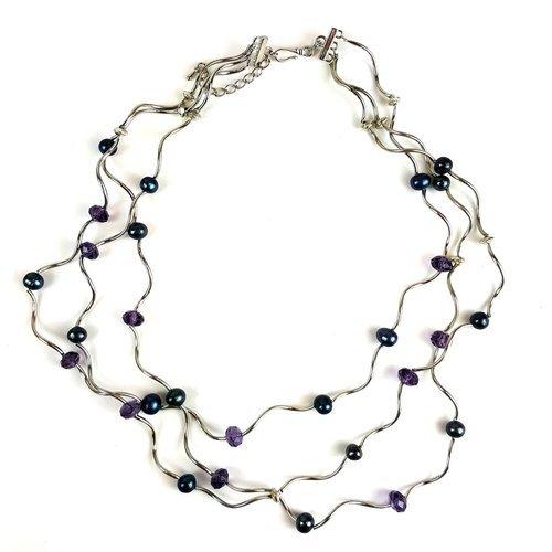 artisanal necklaces